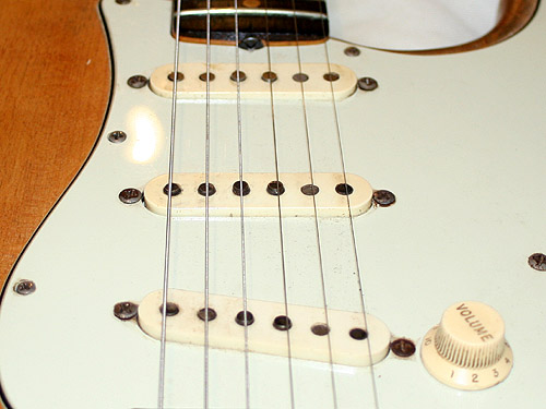 Compare the length of the magnets of the FS-1 in the neck position of my guitar...