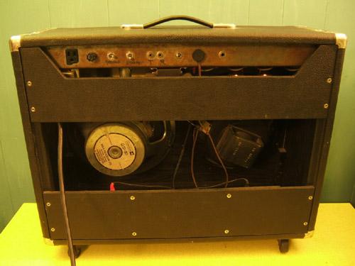 rear view (left speaker non original)