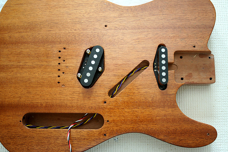 This is the body which I found on ebay some weeks ago. It is one-piece mahogany, not sure which (Honduras, Khaya,...) but it seems nice anyway. Here I put in the two pickups for a picture.