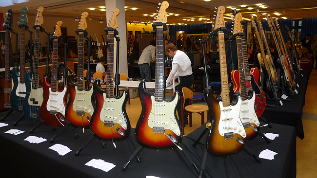 Many vintage Strats with Brazilian rosewood on the Oldenburg Vintage Guitar Show this year - but only with CITES certificate!