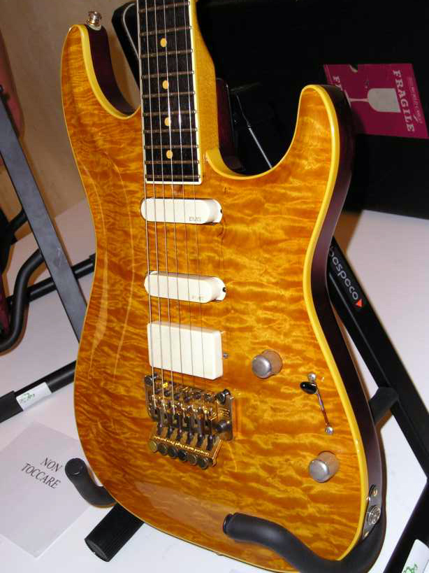 From the Pensa Days exhibition 2002 - Note the way the frets extend the fingerboard binding. This is the same method as it was done on 50ies Les Pauls.